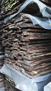 2018年11月供应少量欧洲黑胡桃板材厚度26MM,可长期定量供应