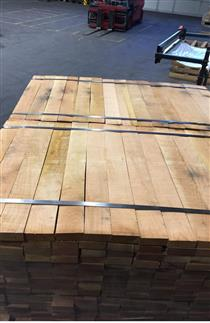 尚高木业供应产地法国红橡小方板材,红橡实木板表面平整纹理美观大方不易变形不易开裂